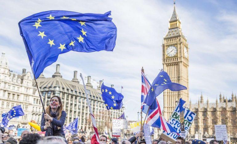 De nouvelles discussions entre les Britanniques et l'UE à moins d'un mois du divorce