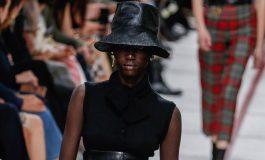 Mode à Paris: fleurs, carreaux et silhouette ajustée
