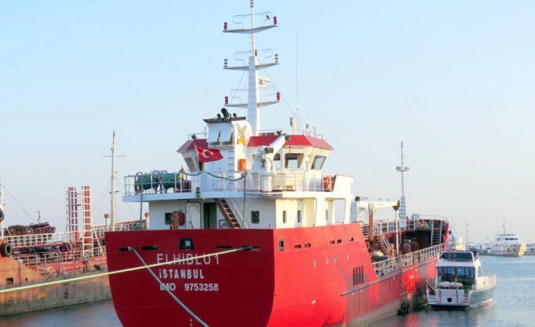 Le pétrolier Elhiblu 1, détourné par des migrants arrive à Malte