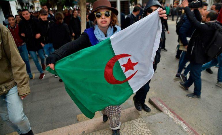 AbdelAziz Bouteflika met en garde contre le «chaos» avant de nouvelles mobilisations
