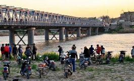 Plus de 100 morts après le naufrage d'un bac sur le fleuve Mossoul, surtout des femmes et des enfants