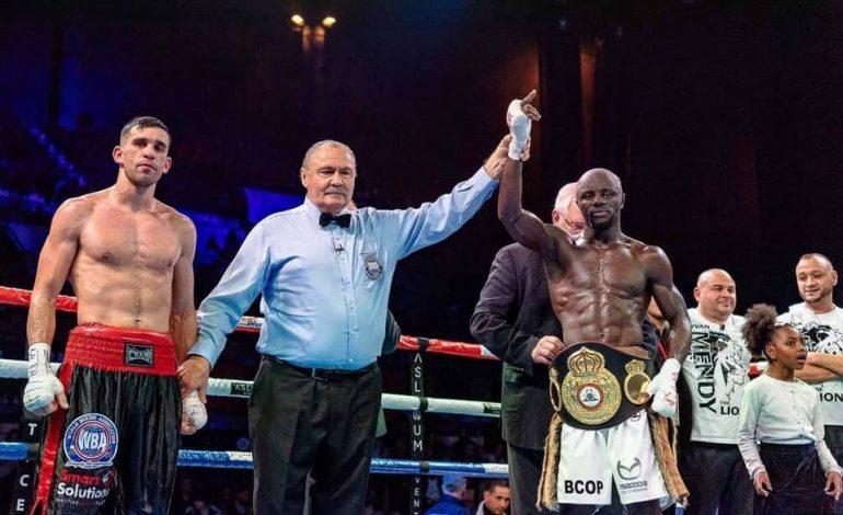 Yvan Mendy décroche la ceinture WBA Intercontinental par arrêt de l'arbitre à la 8e reprise