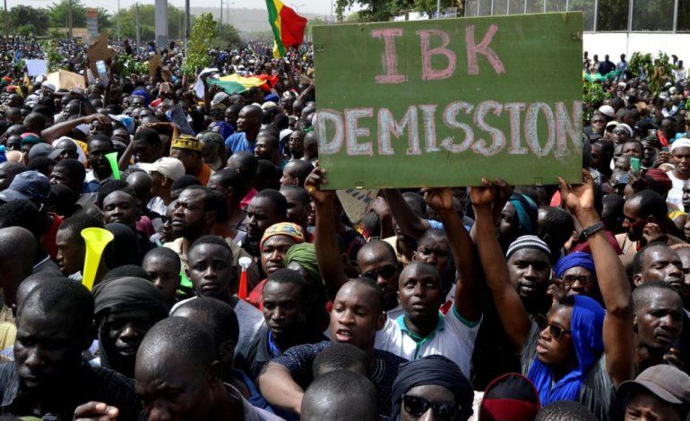 Des milliers de maliens manifestent à Bamako contre les violences