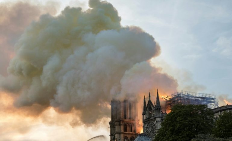 L'incendie à Notre-Dame de Paris est «éteint», les dons affluent pour sa reconstruction