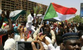 Les manifestants soudanais défient le conseil militaire et se retirent des discussions