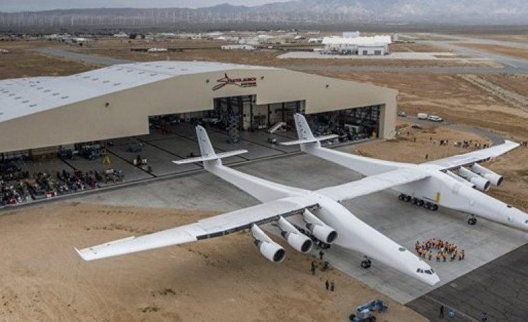 Premier vol du Stratolaunch, le plus grand avion au monde