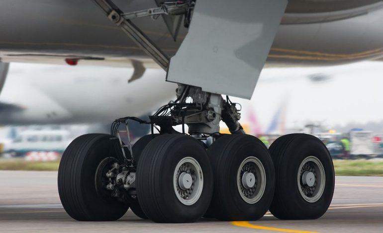 Caché dans le train d'atterrissage d'un avion, un SDF relie la Guadeloupe à la Guyane