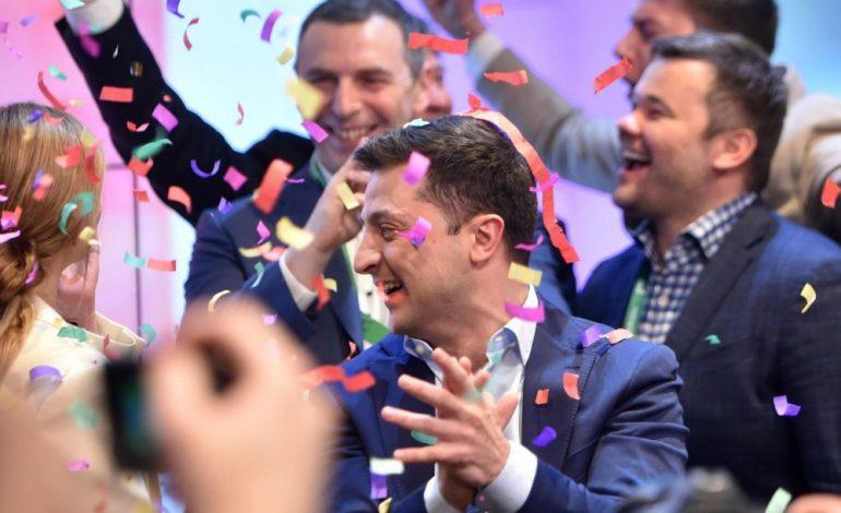 Victoire écrasante du comique Volodymyr Zelensky en Ukraine