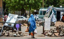 Des manifestants démantèlent à contre-coeur des barricades à Khartoum