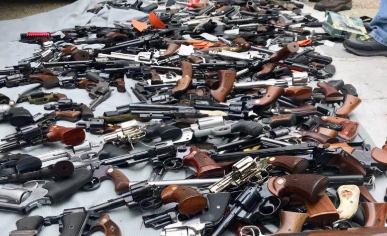 La police de Los Angeles saisit plus de 1.000 fusils, revolvers et pistolets chez un quinquagénaire