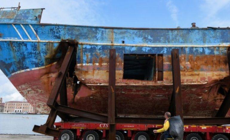 L'épave du Levoli Ivory ayant causé la mort de plus de 900 migrants en 2015 exposé à la Biennale de Venise