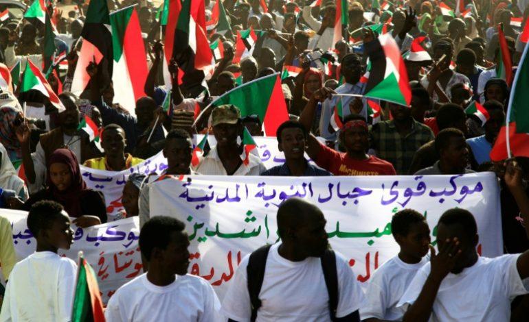 Grande manifestation à Khartoum pour maintenir la pression sur les militaires