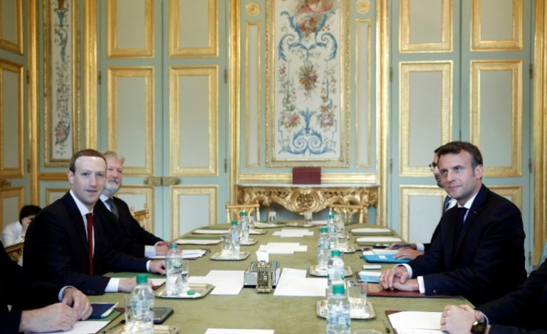 Marc Zuckerberg négocie avec Emmanuel Macron sur la manière de réguler les réseaux sociaux