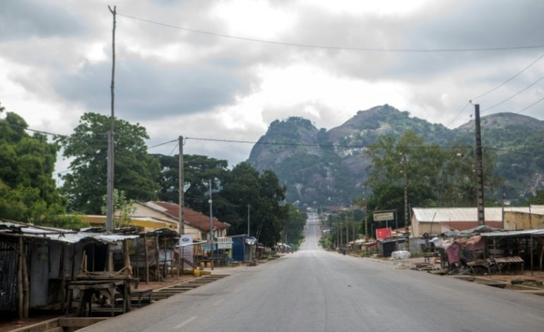 Panique totale dans le centre de Bénin, 2 morts et 50 policiers blessés