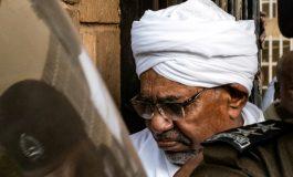 Le président déchu Omar el-Béchir déféré au parquet de Khartoum