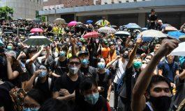 Les manifestants bloquent le siège de la police à Hong Kong