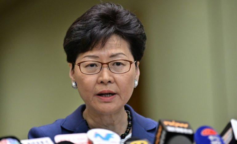 L'exécutif pro-Pékin de Hong Kong suspend le projet de loi autorisant les extraditions après les violentes manifestations