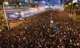 Avec plus de 2 millions de manifestants dans la rue, l'exécutif de Hong Kong présente ses excuses