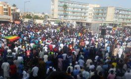 Des milliers de Sénégalais marchent pour exiger la transparence sur les ressources naturelles