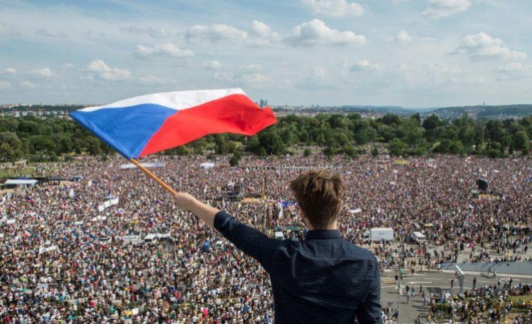 Imposante manifestation à Prague contre le Premier ministre Andrej Babis, soupçonné de fraude financière