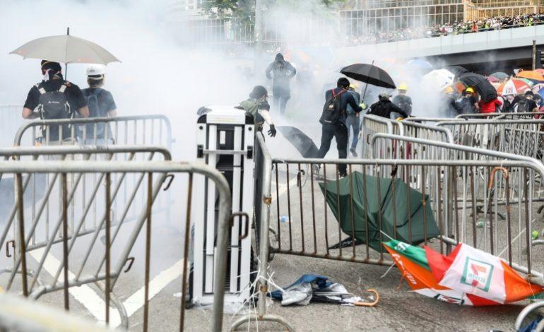 Nouveaux heurts à Hong Kong pendant une manifestation antichinoise