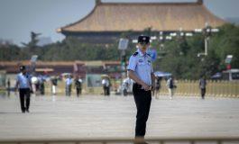 La Chine défend ses camps de formation controversés au Xinjiang
