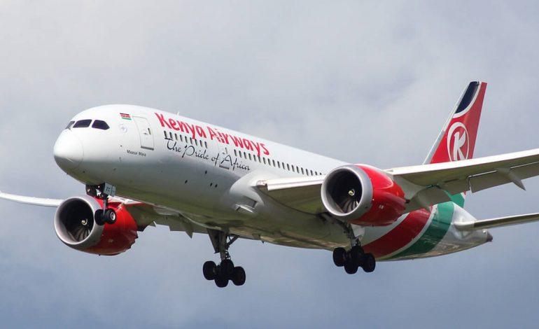 Le corps d'un homme tombe d'un avion en provenance du Kenya et atterrit dans un jardin anglais