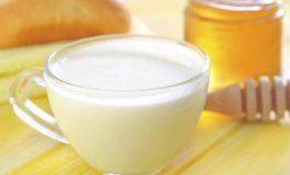 Boire du lait chaud aide-t-il vraiment à dormir ?