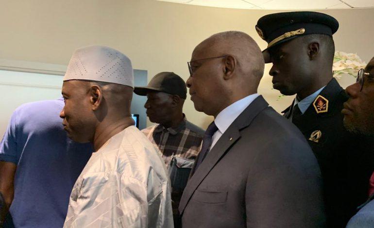 Des politiciens et beaucoup d'anonymes à la levée du corps de Ousmane Tanor Dieng à Paris