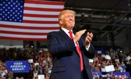 """En campagne électorale, Donald Trump fait huer les élues visées par ses tweets """"racistes"""""""