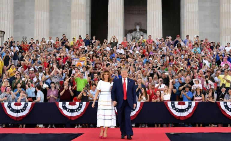Face aux critiques, Donald Trump exalte le rassemblement lors de la fête nationale