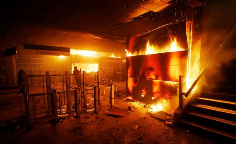 Etat d'urgence au Chili après les violents affrontements nés de la hausse du prix des transports