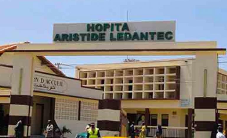 Le chef de la médecine interne de l'hôpital Aristide Le Dantec évacué en France pour des soins