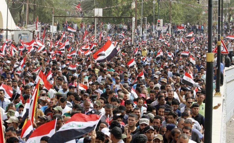 Des milliers d'irakiens descendent dans la rue et réclament la chute du régime