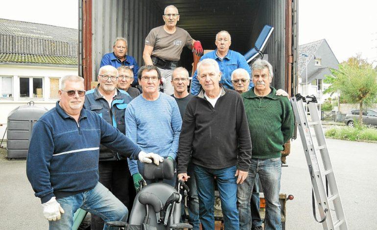 Un container de matériel médical quitte Lanester pour Fatick
