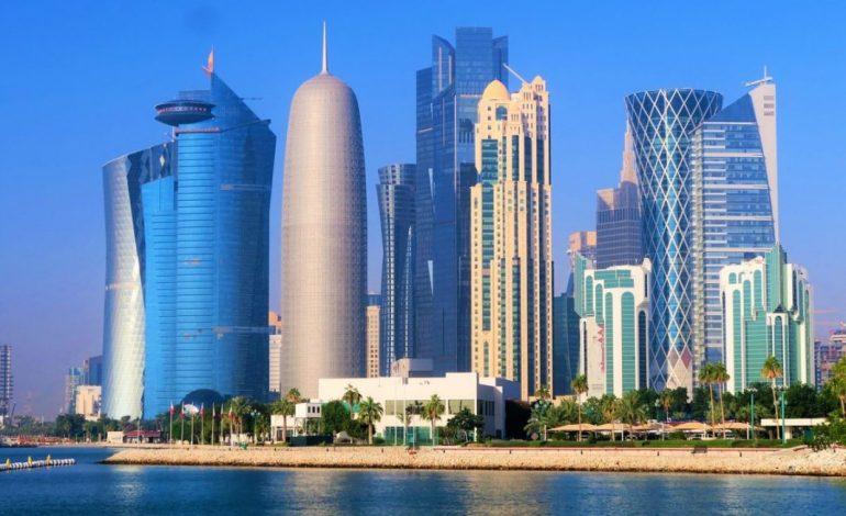 Nouveau confinement strict au Qatar après un bond des cas et des décès