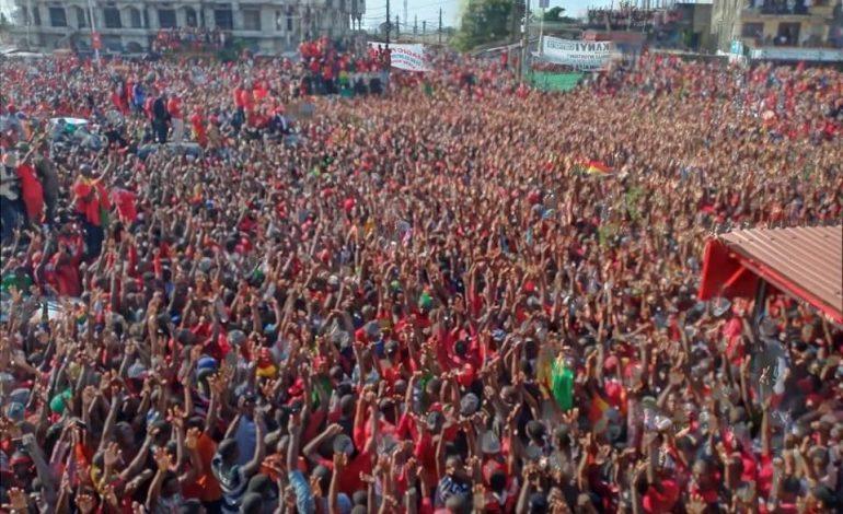 Marée rouge à Conakry pour protester contre un 3e mandat du président Alpha Condé