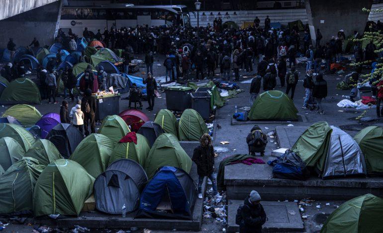 Evacuation par la police des campements de migrants à la Porte de la Chapelle