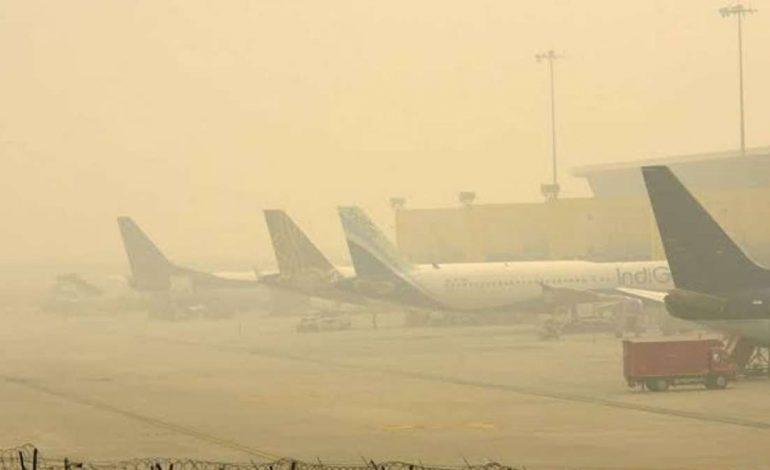 New Delhi est tellement polluée que des avions ne peuvent plus y atterrir