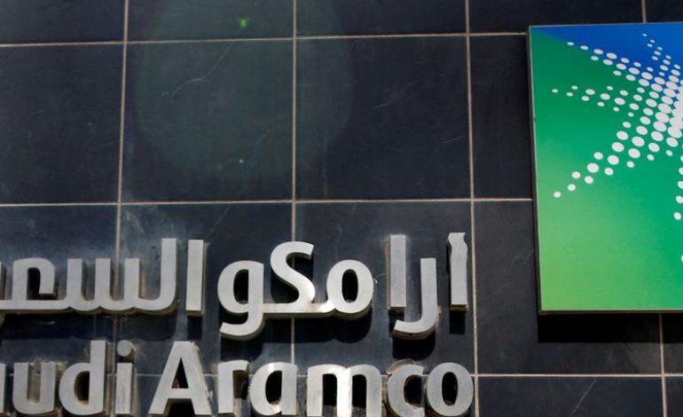 Aramco s'envole pour sa première entrée en bourse