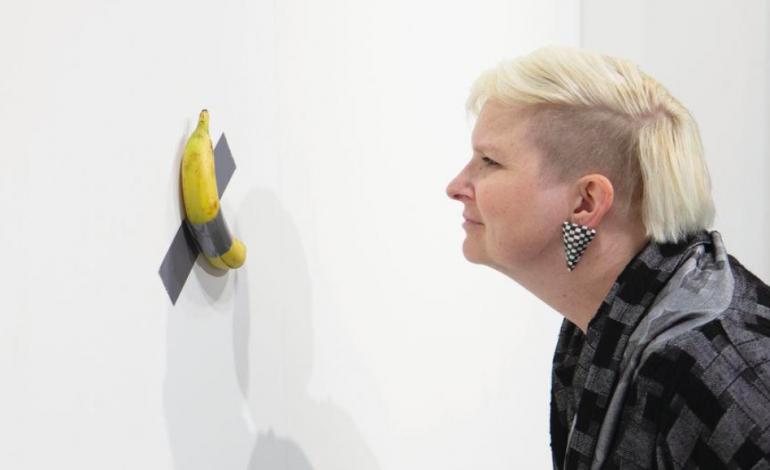 La banane scotchée au mur vendue 120.000 dollars