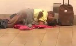 Ils couchent sur le quai du métro de Manhattan, deux fois en un jour, la police lance un avis de recherche