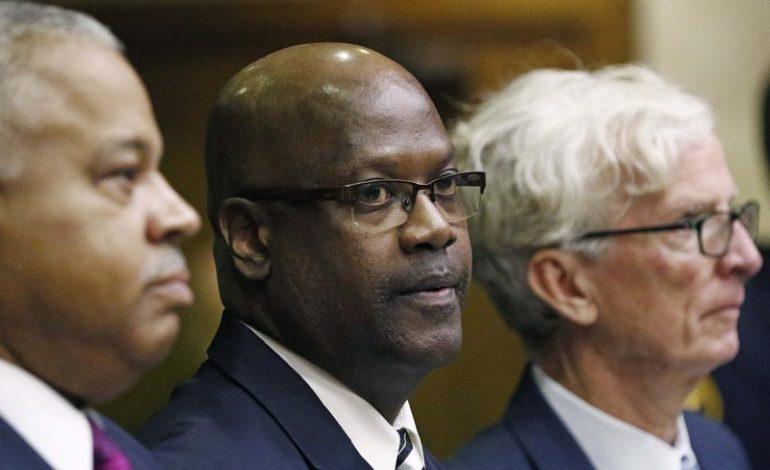 Curtis Flowers, un afro américain jugé 6 fois pour le même crime et bientôt libre