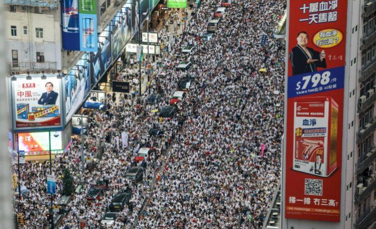 6 mois après, la mobilisation reste intacte à Hong Kong, plus de 800.000 personnes dans la rue