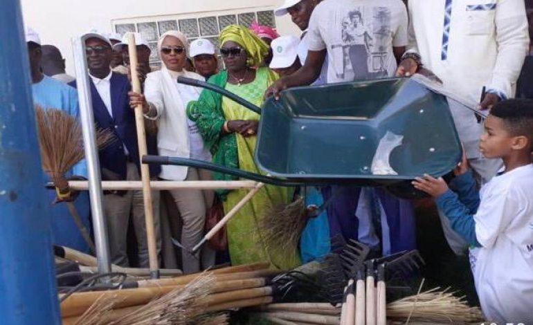La SONATEL remet du matériel de nettoiement à la commune de Ngaye Mékhé