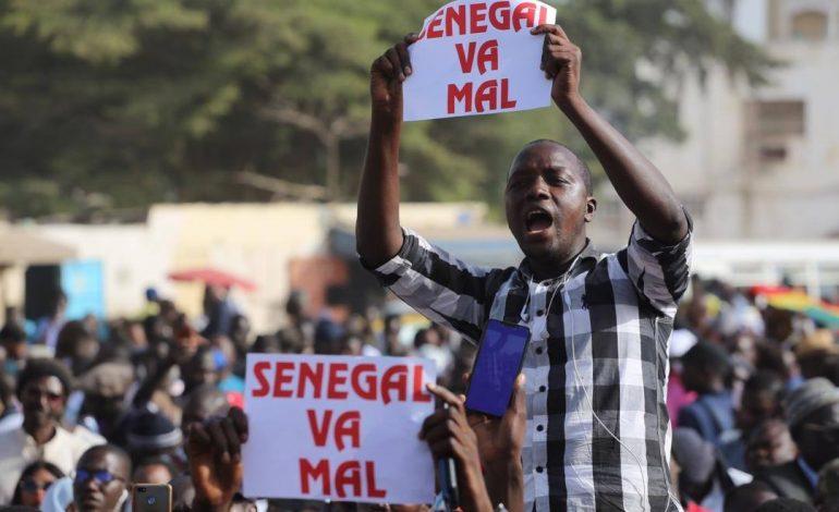 Les Sénégalais manifestent contre l'augmentation du coût de l'électricité et la libération d'activistes emprisonnés