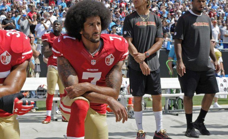 Colin Kaepernick dénonce Kaepernick dénonce les attaques terroristes US contre les Noirs et les Arabes