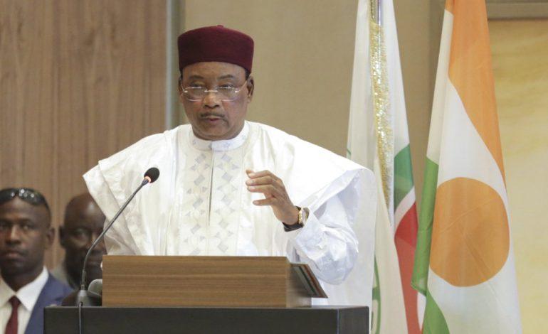 Le Niger interdit les rassemblements et ferme bars et salles de spectacle