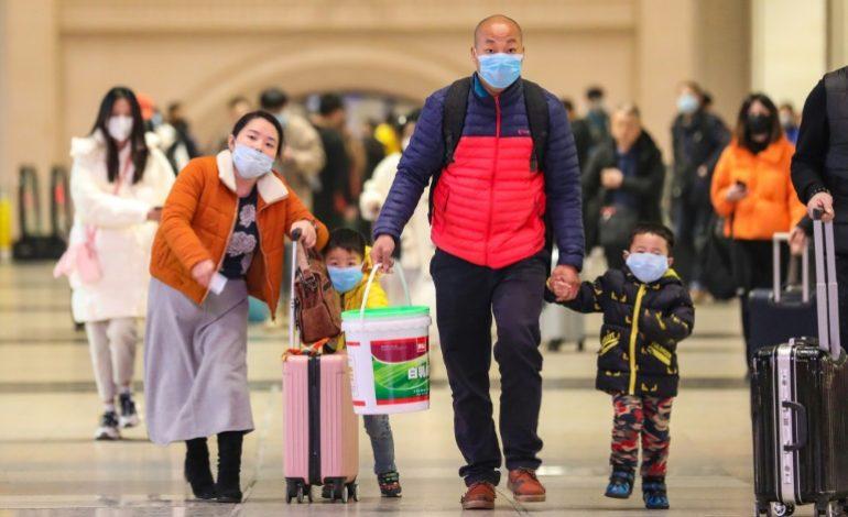 Face au Covid-19, Hongkong assume d'attacher à leurs lits des enfants à l'isolement