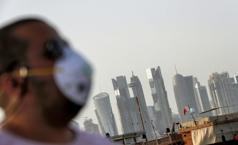 La double peine des travailleurs immigrés dans les pays du Golfe face au coronavirus